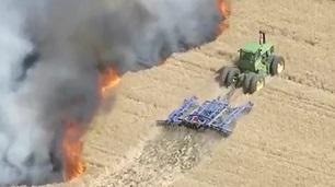 Zeki Çiftçi Ekini Yangından Böyle kurtardı