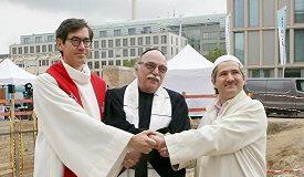 Almanya'da dinler arası diyalog skandalı: Bir ev projesi