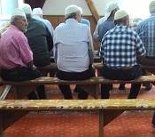 Diyanet yanlışın farkına vardı: Camilerden koltuklar kaldırılıyor